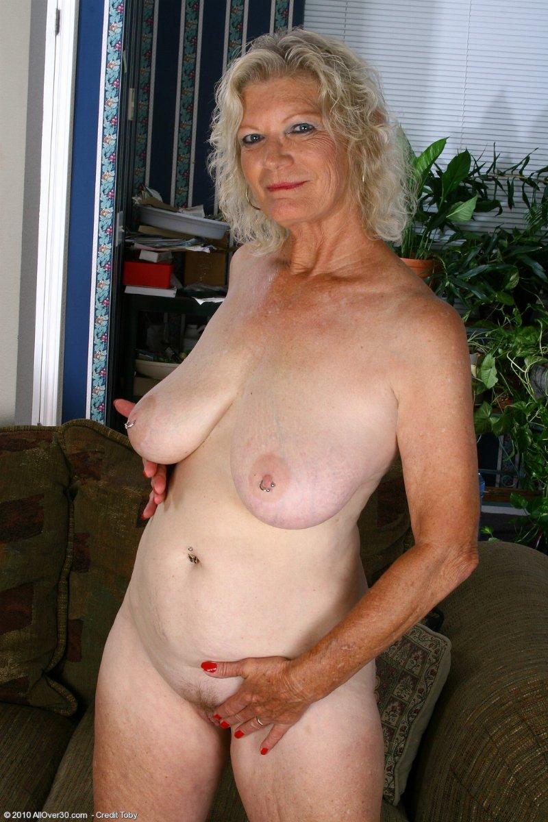 krasivie-golie-starushki