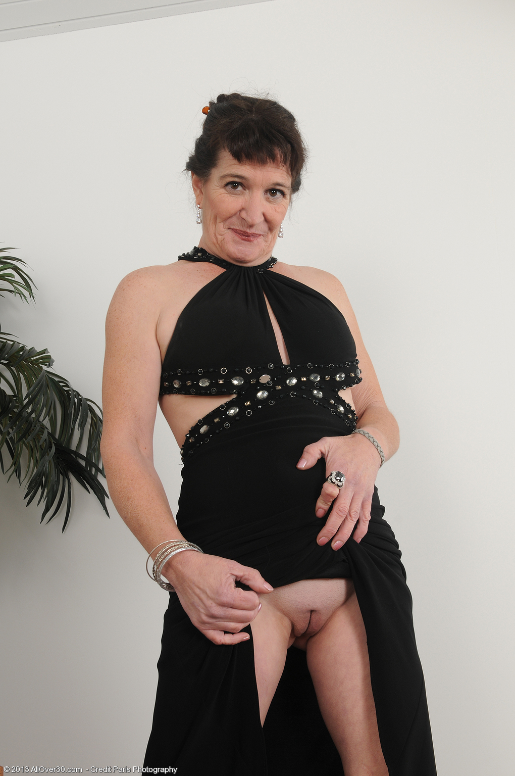 stripping older babe anna d at allover30 free
