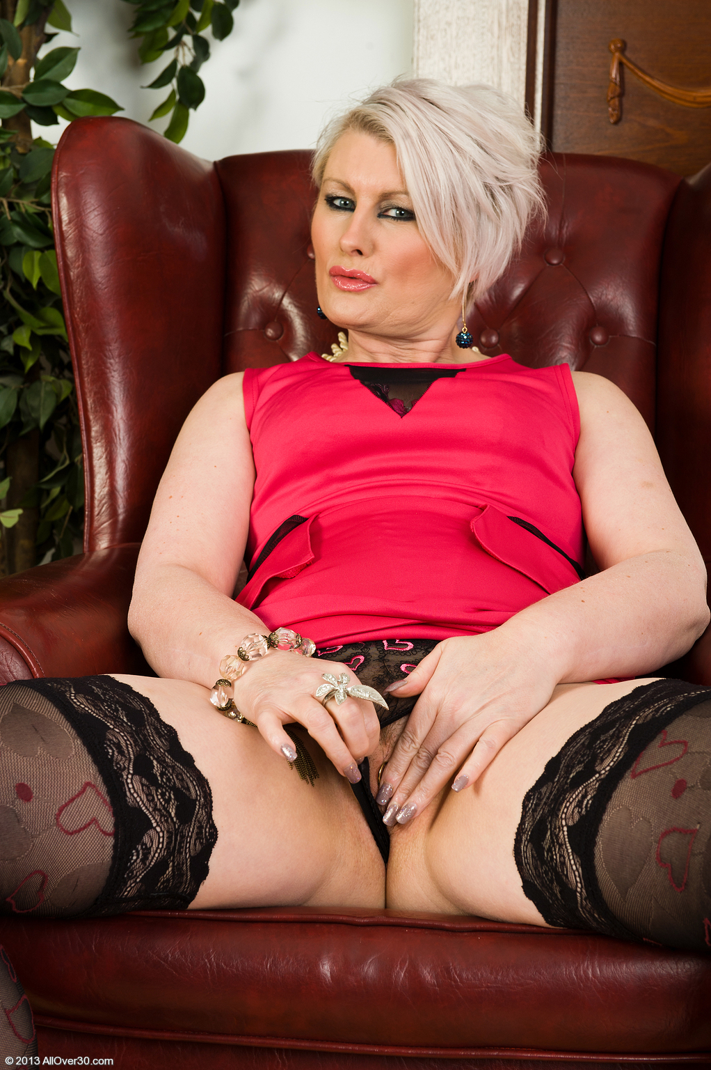 older babe sally taylor at allover30 free