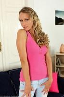 Blonde MILF Shyla