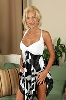 Blond Cougar Mary