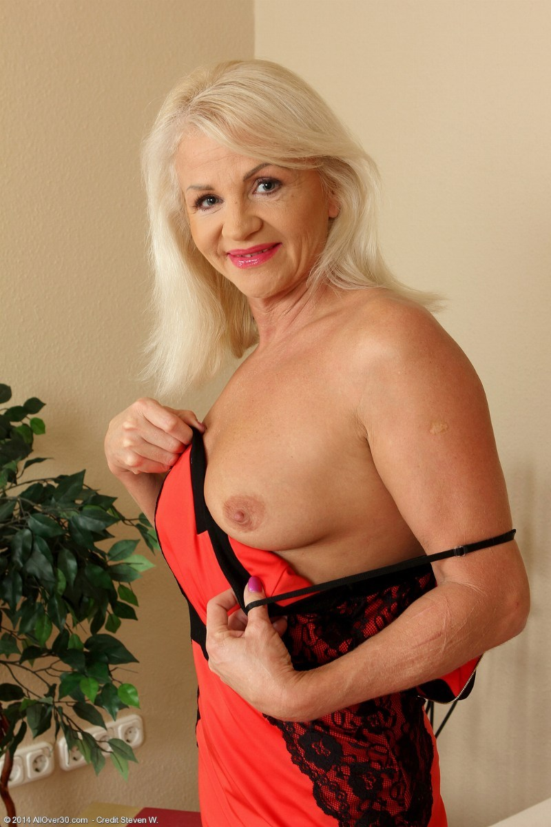mature cougar inez at allover30 free