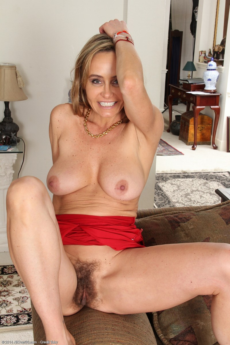 older woman naked seductive