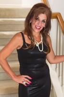 Stunning Cougar Nicole