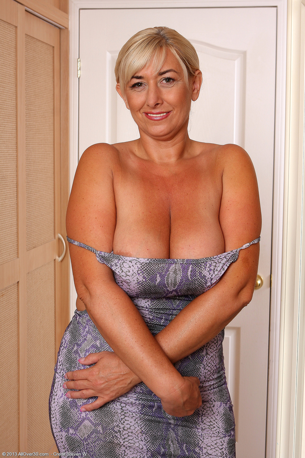 Mature cleavage busty free pics