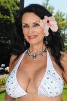 Rita Daniels Drops Bikini