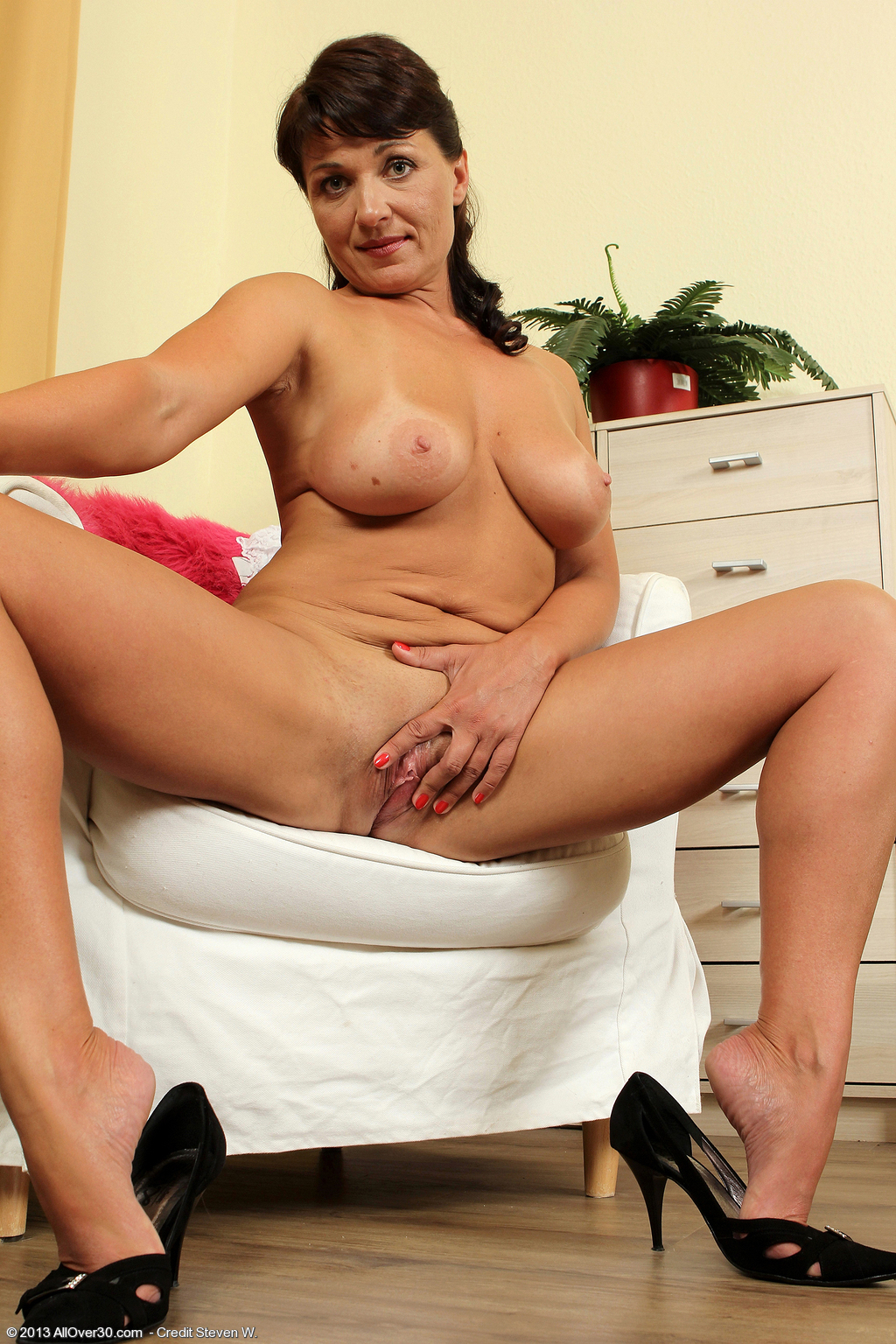 older babe belle p at allover30 free