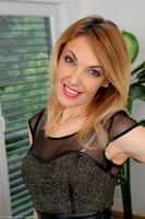 Gorgeous MILF Gina