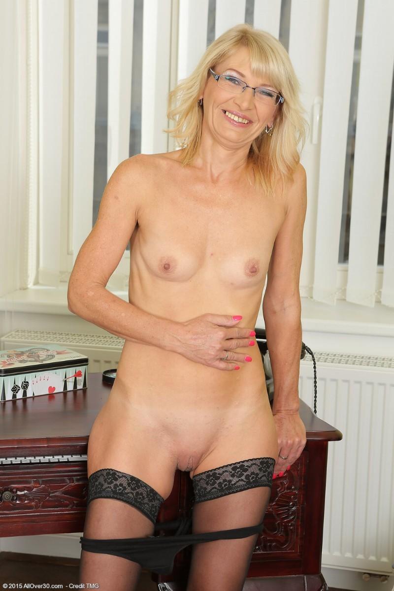 hot naked cougar women