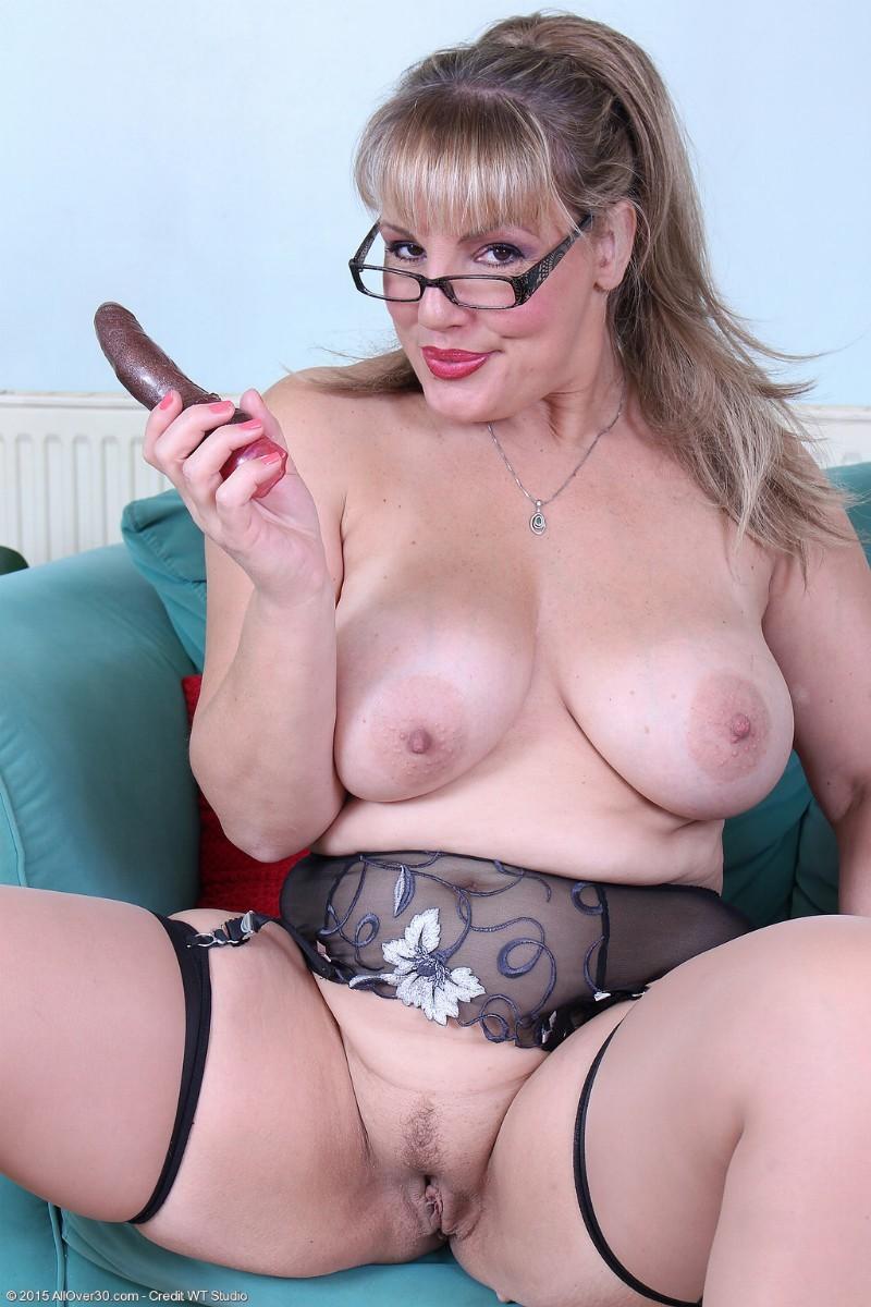 Wife eats cum from ass