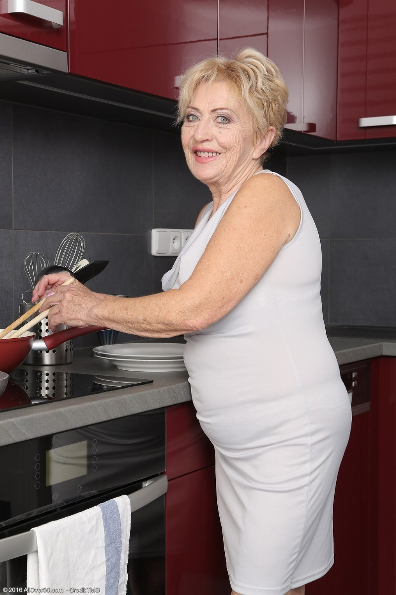 Can suggest Naked granny home pics here